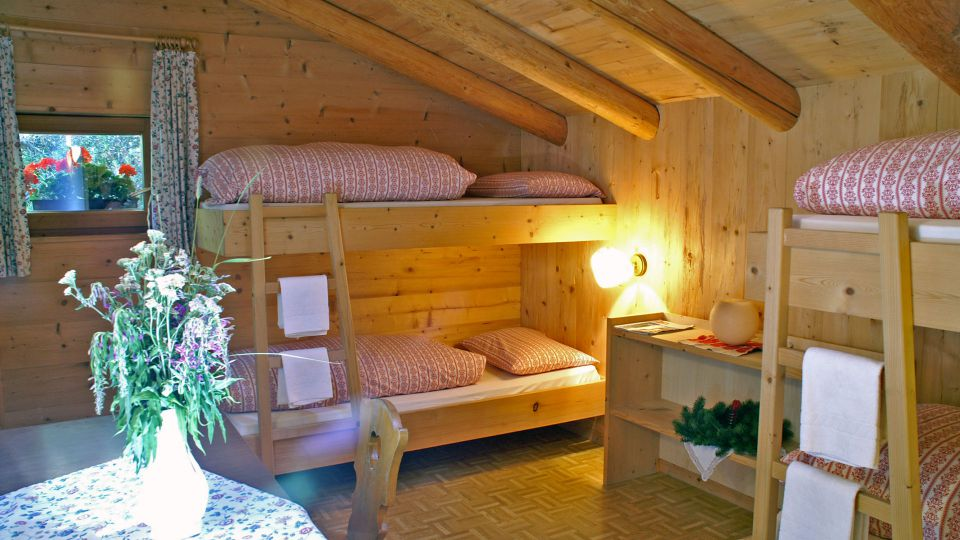 Image: The rooms of the Mountain Hut Scotoni