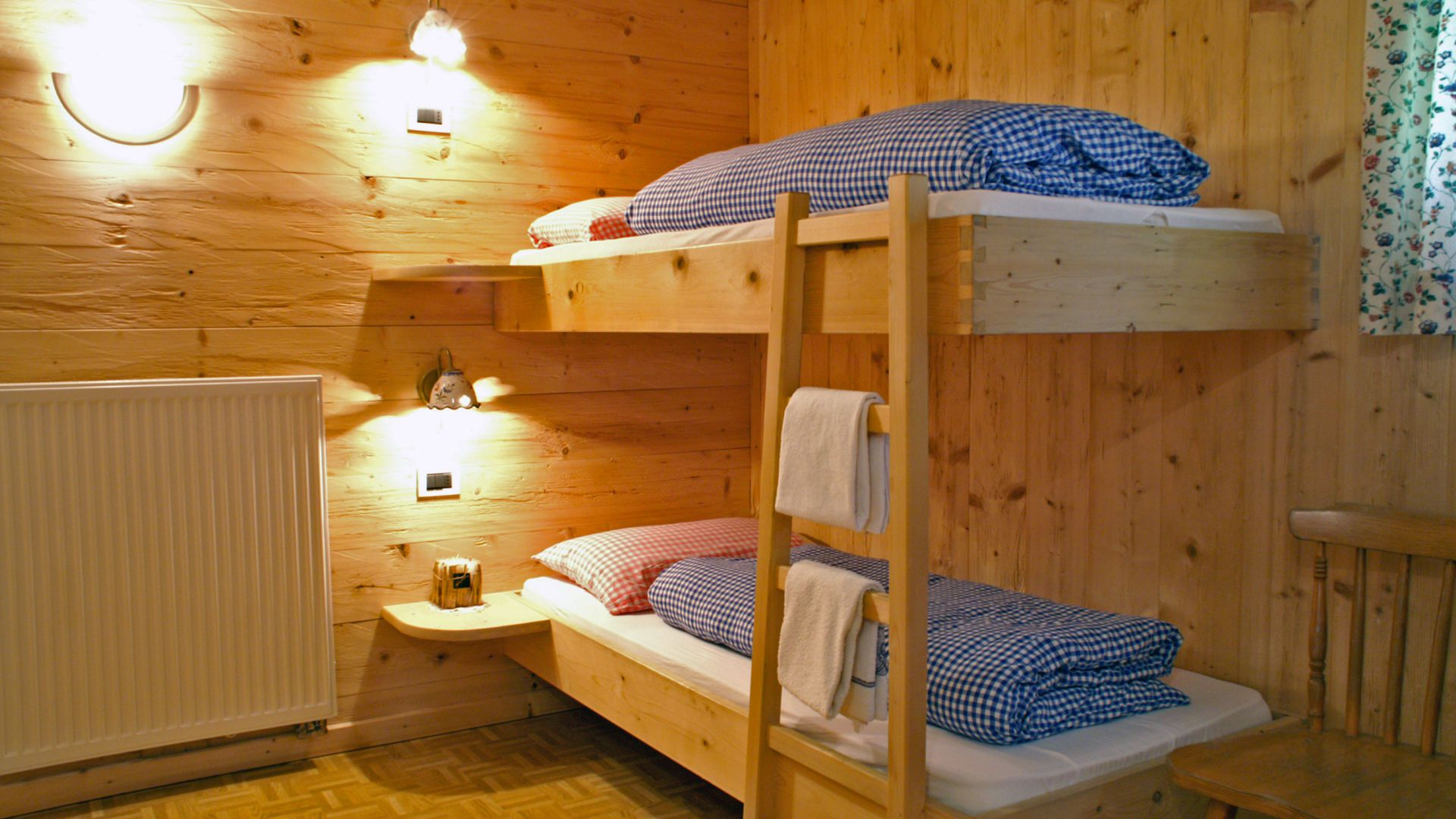 Image: The rooms of the Scotoni Moutain Hut in Alta Badia